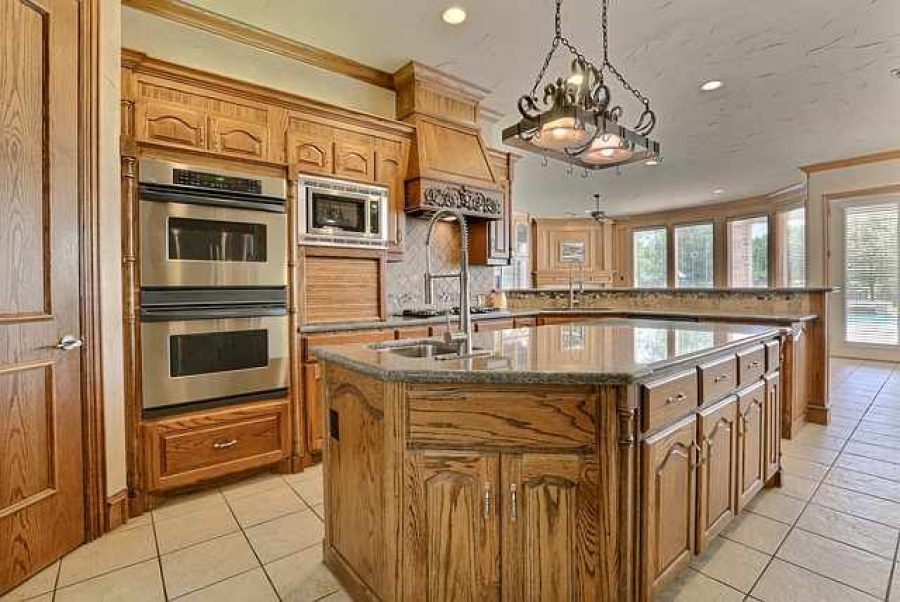 Semi Custom Kitchen Cabinets Offer The Best Of Stock And